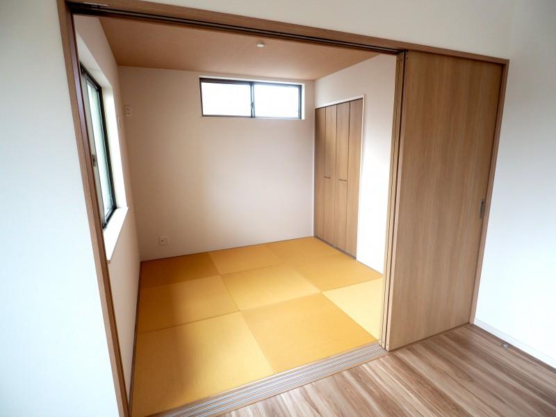 国立泉2_和室コーナー-min